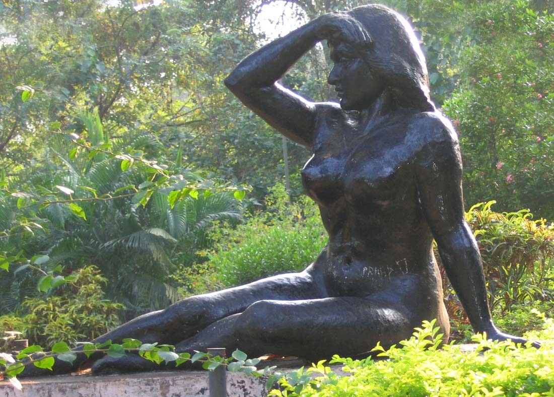 11-Pazhassi-Dam-sculpture-of-lady