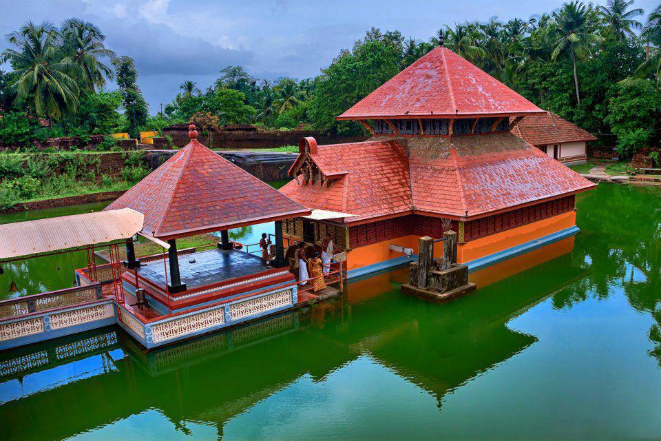 Ananthapuram Lake Temple Kumbla